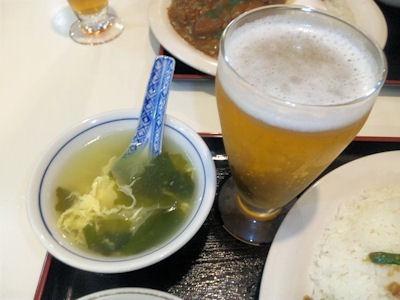 紅宝石カレーライスセットのスープとグラスビール