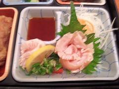 鳥光/三宮さんプラザ店特製弁当の鶏の刺身