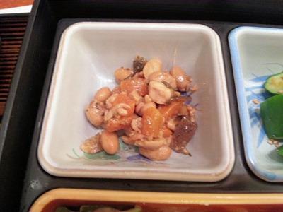 鳥光/三宮さんプラザ店特製弁当の鶏と豆の煮物