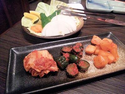 炭火焼肉みきやキムチ盛合せと焼き野菜