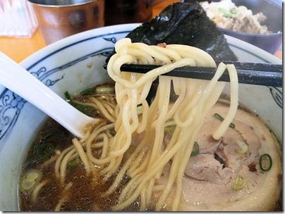 塩元帥/小野店醤油ラーメンの麺