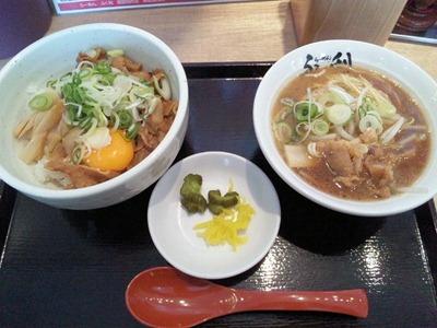 徳島らーめんふく利徳島丼とハーフラーメン