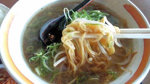 らーめん八角/加古川店唐揚げ定食のラーメンの麺