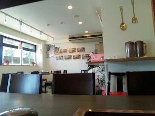 街の洋食屋さんグリルKOU手作りハンバーグの日の店内