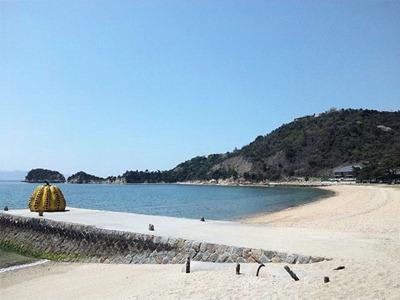 直島観光ベネッセハウス周辺のビーチ