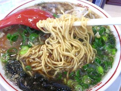 虎と龍醤油中華そばこいくちの麺