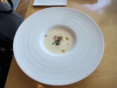 ベネッセハウス/テラスレストラン海の星ランチコースのスープ