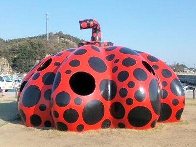 直島観光モニュメント赤かぼちゃ
