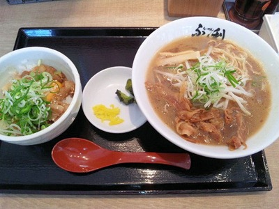 徳島らーめんふく利の半徳島丼セット