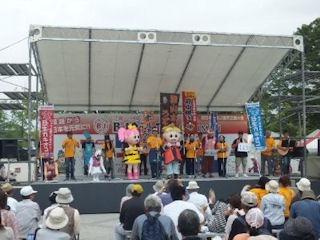 近畿・中国・四国B-1グランプリin姫路会場内のステージ