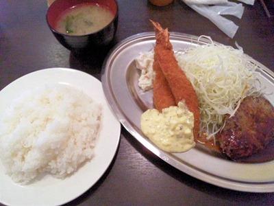 街の洋食屋さんグリルKOU日替わり定食ハンバーグとエビフライ