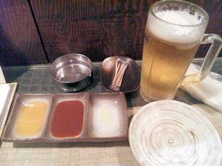串揚げ炭火焼き「串ひら」/ソースと生ビール