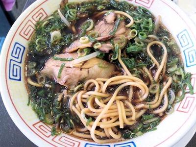 新福菜館火曜日限定ワンコインランチのラーメンのスープ