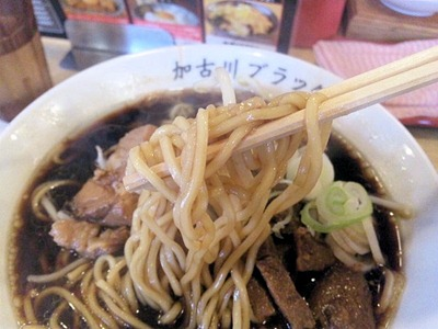 新在家ラーメンもんど加古川ブラックの麺