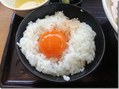 ラーメンとん太とんコク醤油麺Aセットの卵掛けご飯
