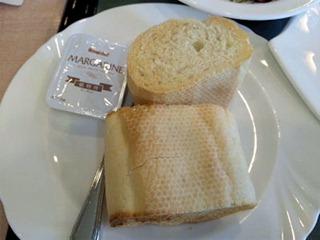 山陽自動車道三木SAチキンソテーのオレンジソースのパン