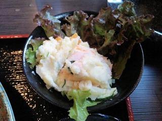 炭火焼肉みきや日替りサービス(生姜焼)定食のポテトサラダ