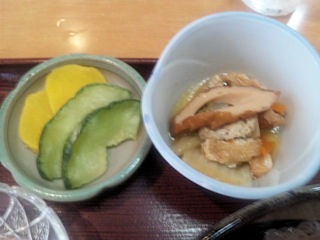 喜両由冷しソーメン定食の小鉢とお漬物