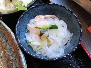 炭火焼肉みきや日替りサービス(生姜焼)定食の春雨