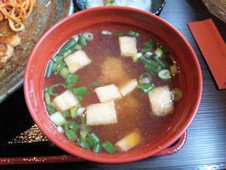 炭火焼肉みきや日替りサービス(生姜焼)定食の味噌汁
