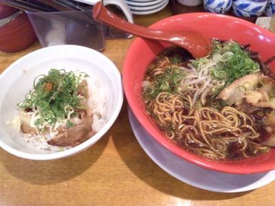 らぁ麺コスモ。コスモ。ブラックと プチチャーシュー丼