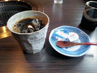 炭火焼肉みきや日替りサービス(生姜焼)定食のアイスコーヒー