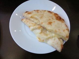 インド・ネパール料理パシュパティ/チーズナン