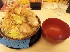 ドカ盛ラーメン丸十ラーメン小野菜増し取り皿