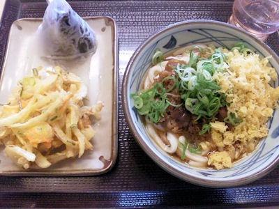 丸亀製麺肉ごぼうセットとこんぶおむすび