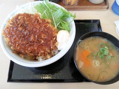 かつや/月見メンチカツ丼ととん汁(小)