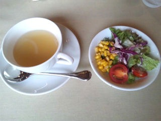 神戸ブランド亭/牛フィレとフォアグラのコンビステーキセットのスープとサラダ