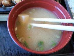 播磨の里本店トンテキ&ハンバーグ定食Aの味噌汁の豆腐