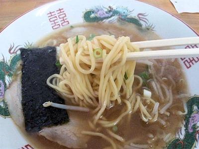 紫川ラーメンのラーメンの麺