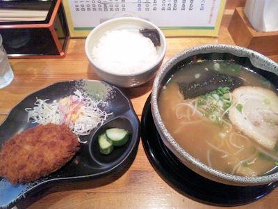 京風ラーメンめんくい亭・日替り定食大きなコロッケ