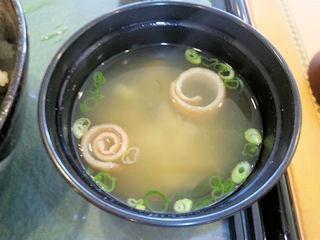 山陽自動車道三木SA三田ポークとやまのいもの花咲き丼の味噌汁