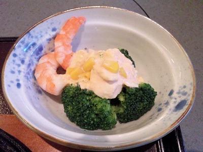 和食・しゃぶしゃぶ かごの屋/日替り昼膳の海老とブロッコリーの玉子サラダ