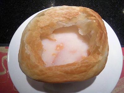 ステーキ工房小粋/おすすめランチパイ包みのスープ