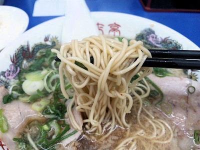 ラーメン来来亭明石西インター店ジャンボギョーザ定食の麺