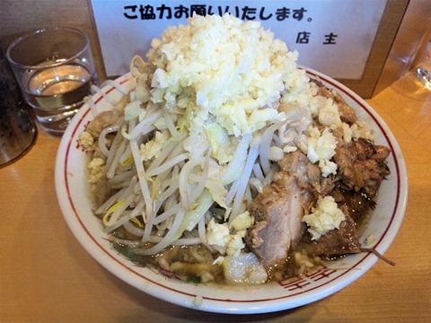 自家製太麺ドカ盛マッチョ三ノ宮店並