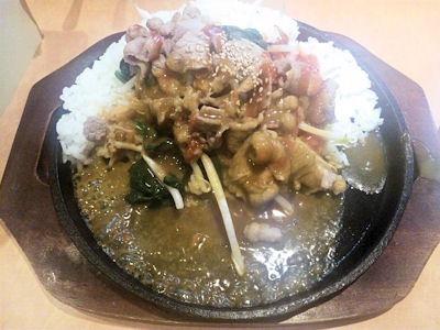 CoCo壱番屋ビビンバ風カルビ鉄板カレー(半熟タマゴ付き)