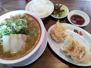 新・和歌山らーめんばり馬濃厚味噌カレー太麺白めしランチ無料の焼餃子
