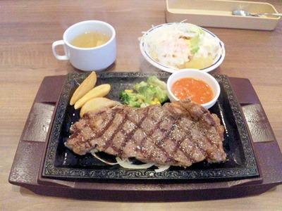 ステーキガスト加古川尾上店サーローインステーキとスープとサラダ