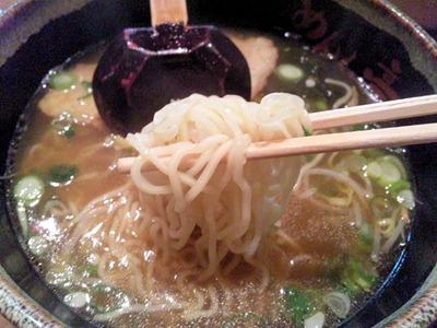 京風ラーメンめんくい亭日替り定食の京風ラーメンの麺