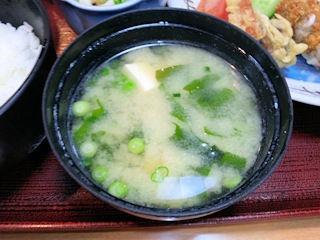 喜両由カキフライ定食の味噌汁