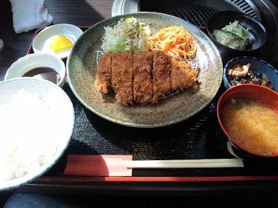 炭火焼肉みきや日替りサービス(トンカツ)定食