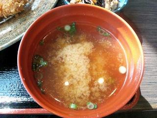 炭火焼肉みきや日替りサービス(トンカツ)定食の味噌汁