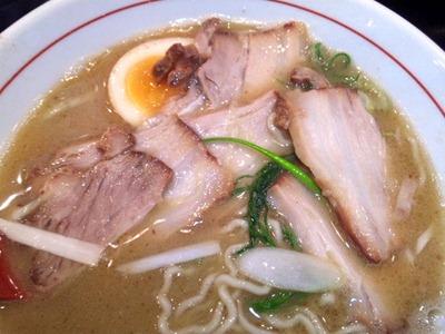 鶏専門らー麺 しぇからしか かしわ亭濃厚鶏塩白湯チャーシュー麺のチャーシュー