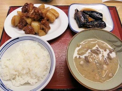 加古川北在家食堂/鶏とじゃが芋の照焼となすの揚げびたしと豚汁とめし中