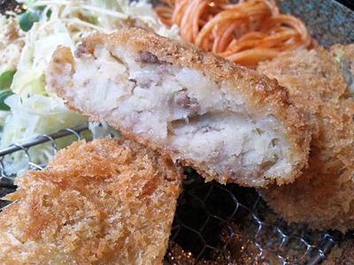 炭火焼肉みきやコロッケ定食のコロッケ