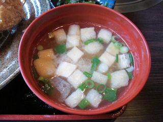 炭火焼肉みきやコロッケ定食の味噌汁